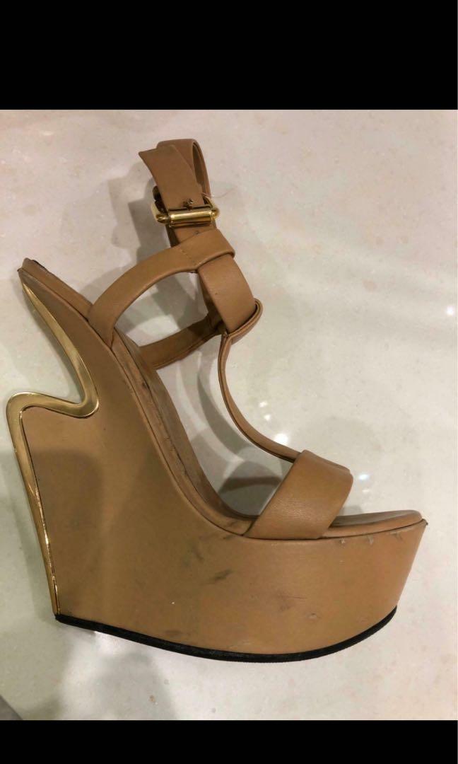 Giuseppe Zannoti signature platform heels nude/gold