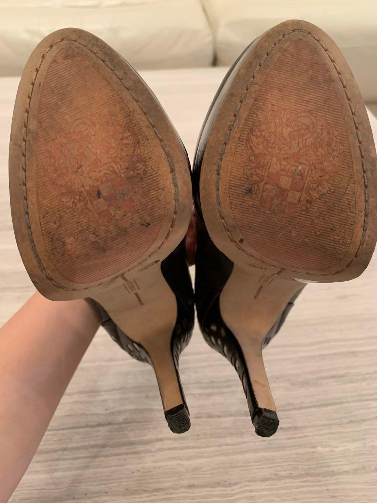 Vince Camuto leather stilettos with gold cutout detail with box