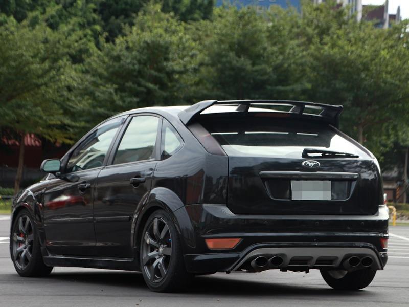 2005 Ford Focus 2.0 黑 配合全額貸、找 錢超額貸 FB搜尋 : 『阿文の圓夢車坊』