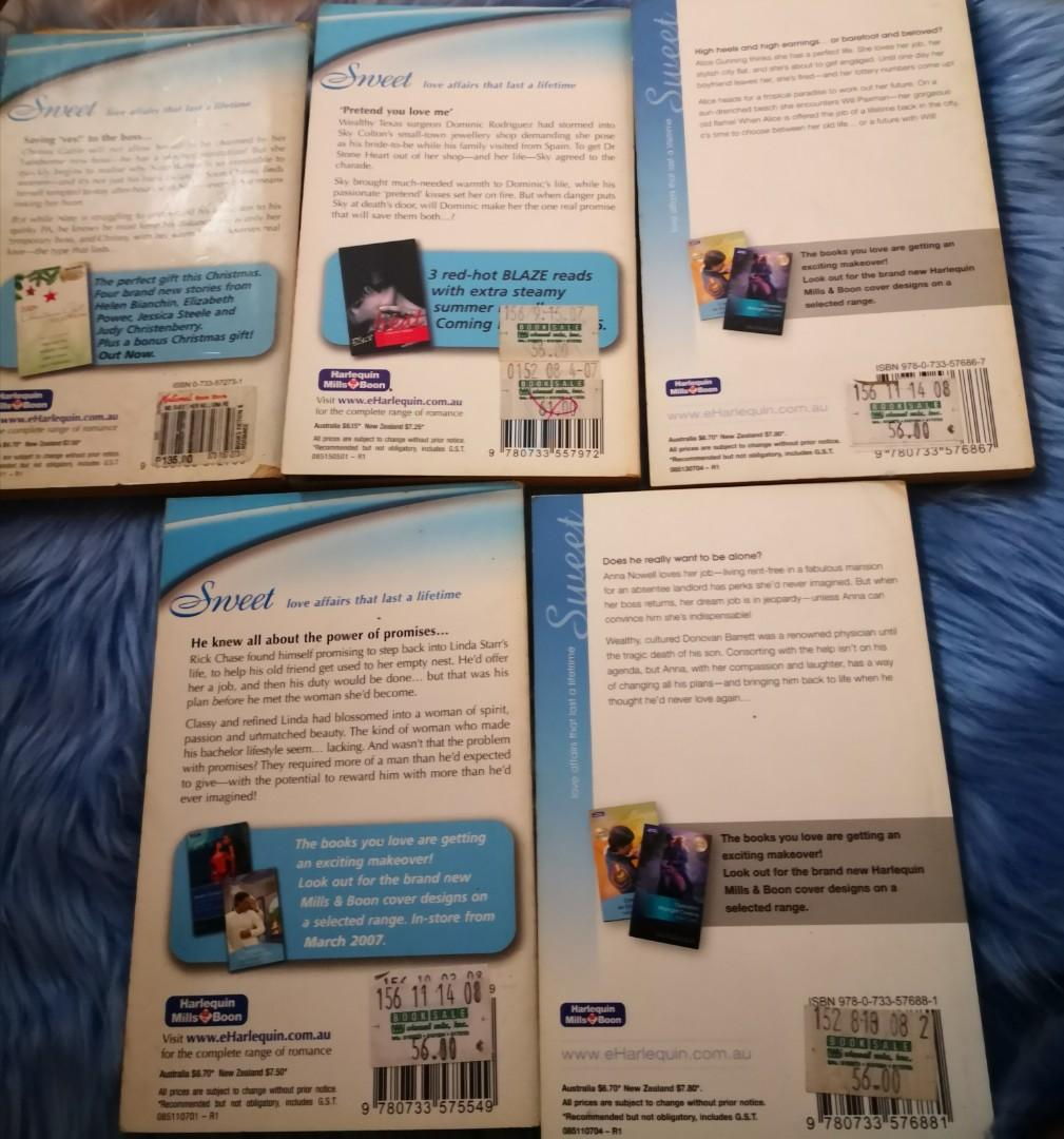 Assorted Pocketbooks  (Mills and Boon/Harlequin) *bundle of 6
