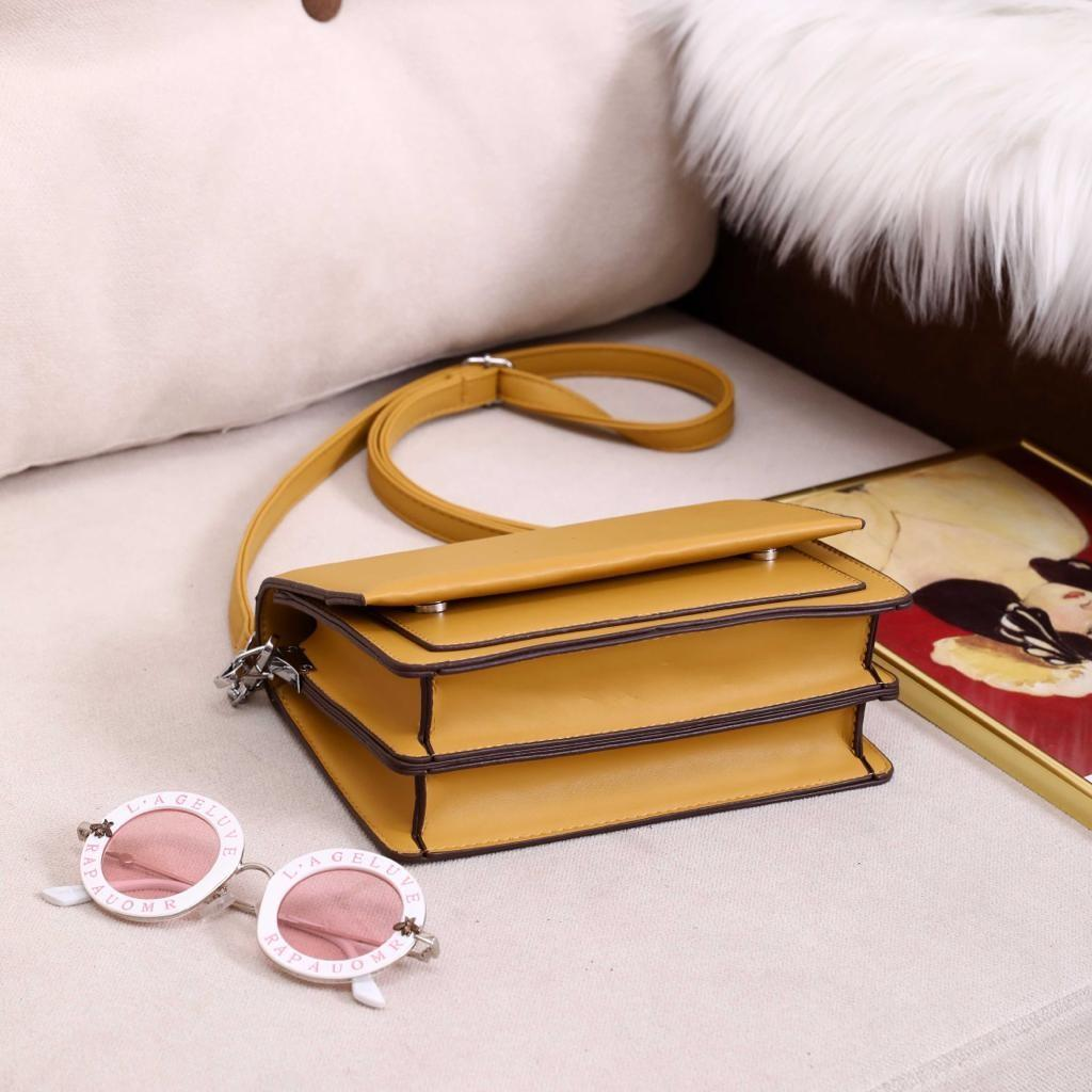 Slingbag M4835 / AT0140#3  H 200rb  Quality : Semprem Ukuran : 19x8x12 Bahan : Pu Leather Berat : 0.6Kg  Kelengkapan : Dustbag Polos, 2 Jenis Tali Panjang (Tali Kulit & Tali Rantai)  3 Warna (Black,Blue,Yellow)  Quality Terjamin