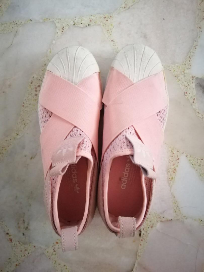 crítico romano vestido  Baby pink Adidas Originals Superstar slip-on, Women's Fashion, Shoes,  Sneakers on Carousell