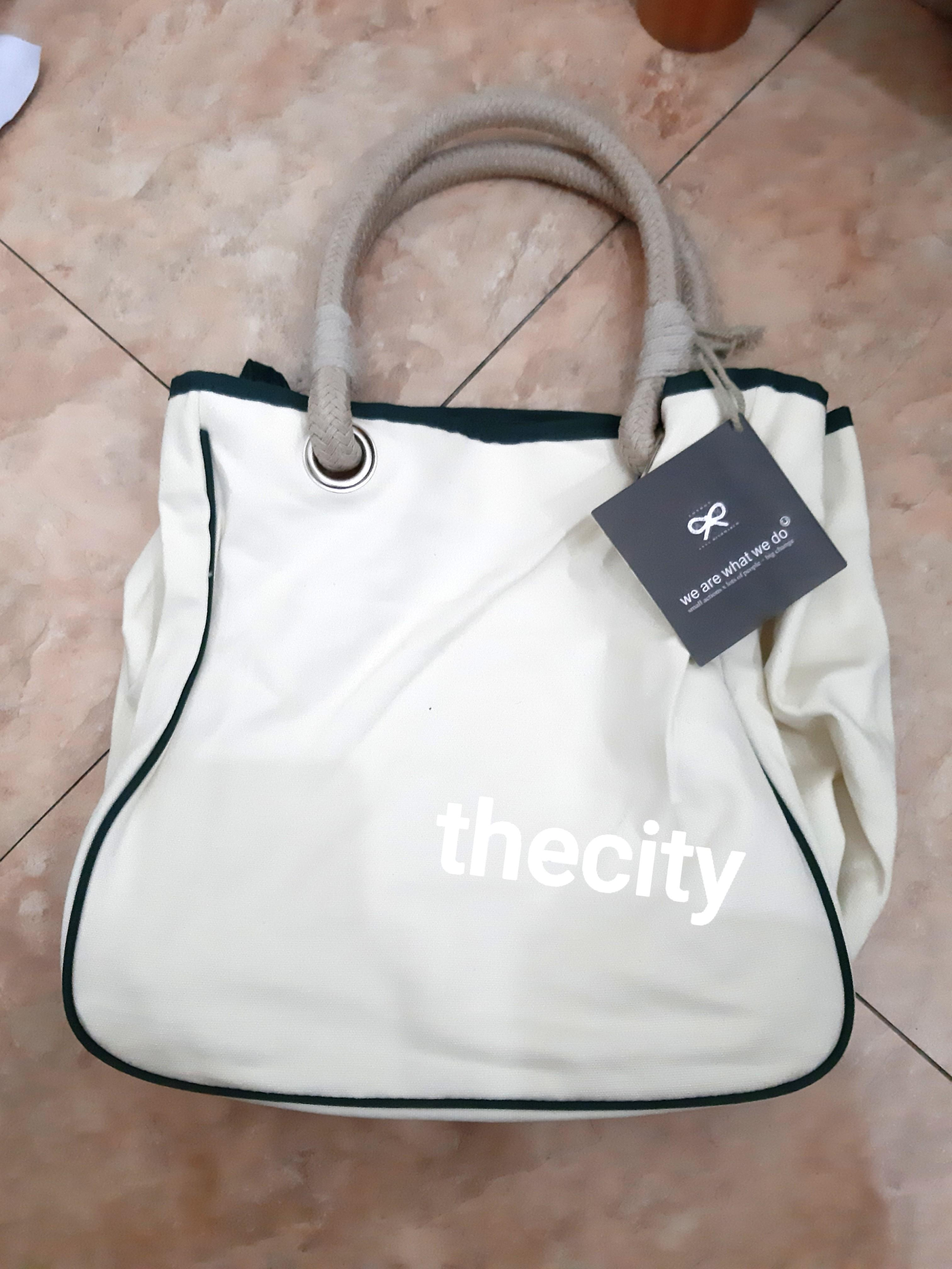 """BRAND NEW - AUTHENTIC ANYA HINDMARCH """"IM NOT A PLASTIC BAG"""" TOTE BAG - RARE GREEN FONT JAPAN EDITION - NEVER BEEN USED - PREORDER ITEM FROM JAPAN -"""