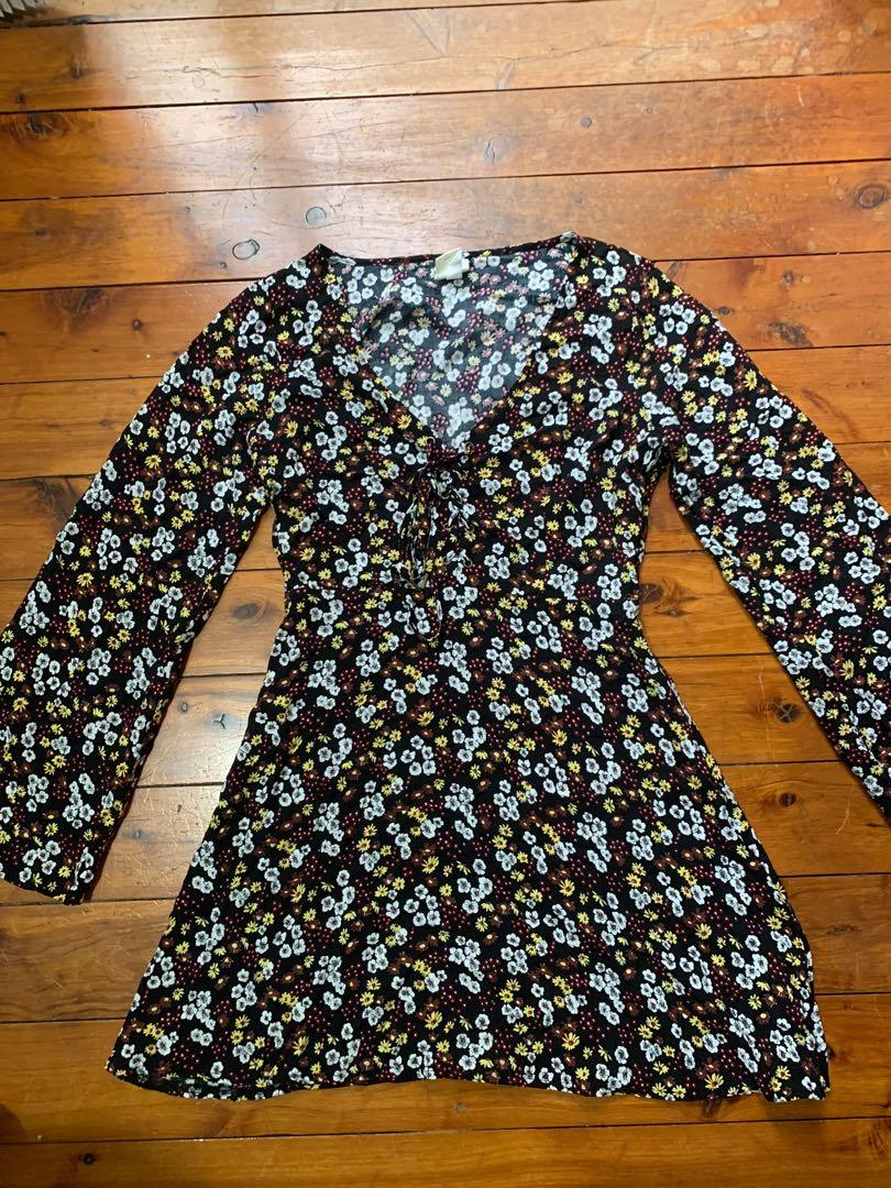 Don't Ask Amanda Size S / 8 - 10 Flare Sleeved Floral Dress