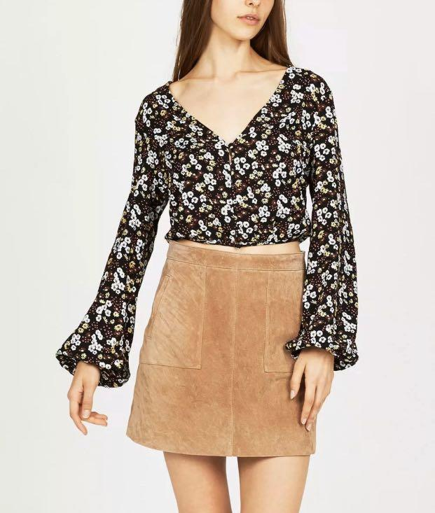Don't Ask Amanda Size S / 8 - 10 Floral Flare Sleeved Top