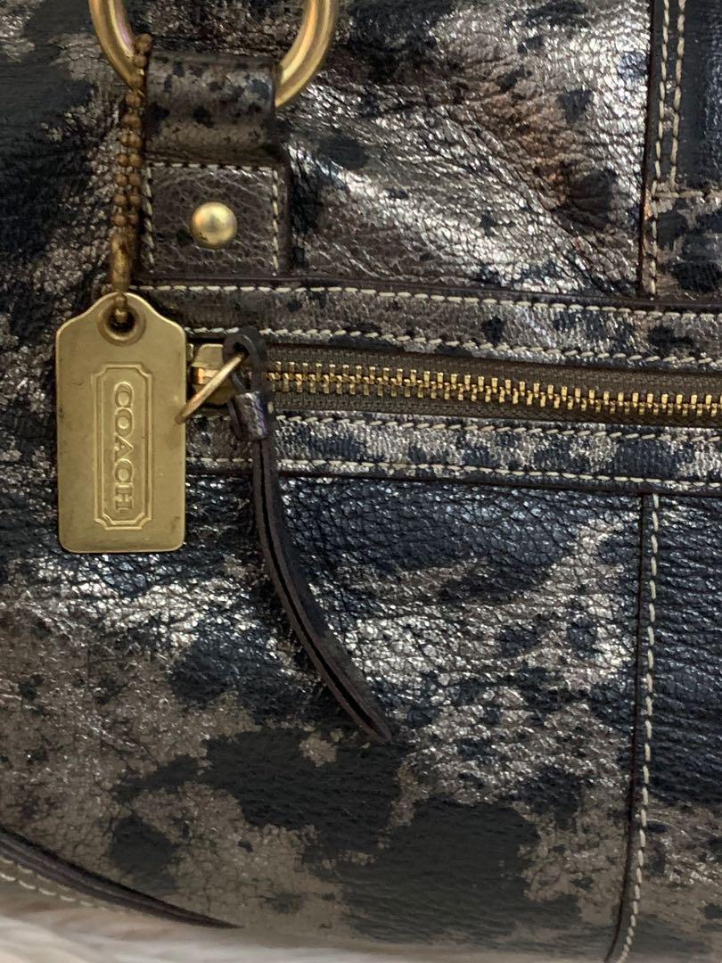 Shoulder bag Coach authentic full leather mewah 39 x 24 x 13 cm, keren banget gada duanya!!bag only serius no php!!