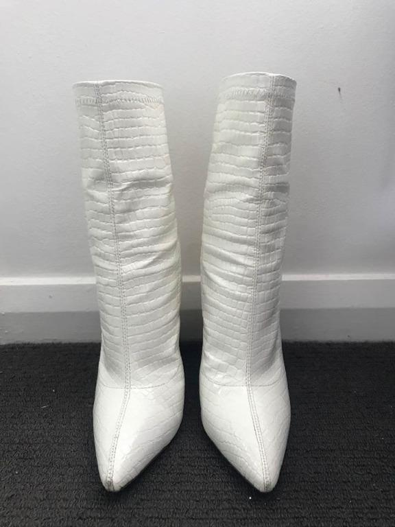 White Croc Block Heel Point Boots Size 9 - FREE POSTAGE AVAILABLE