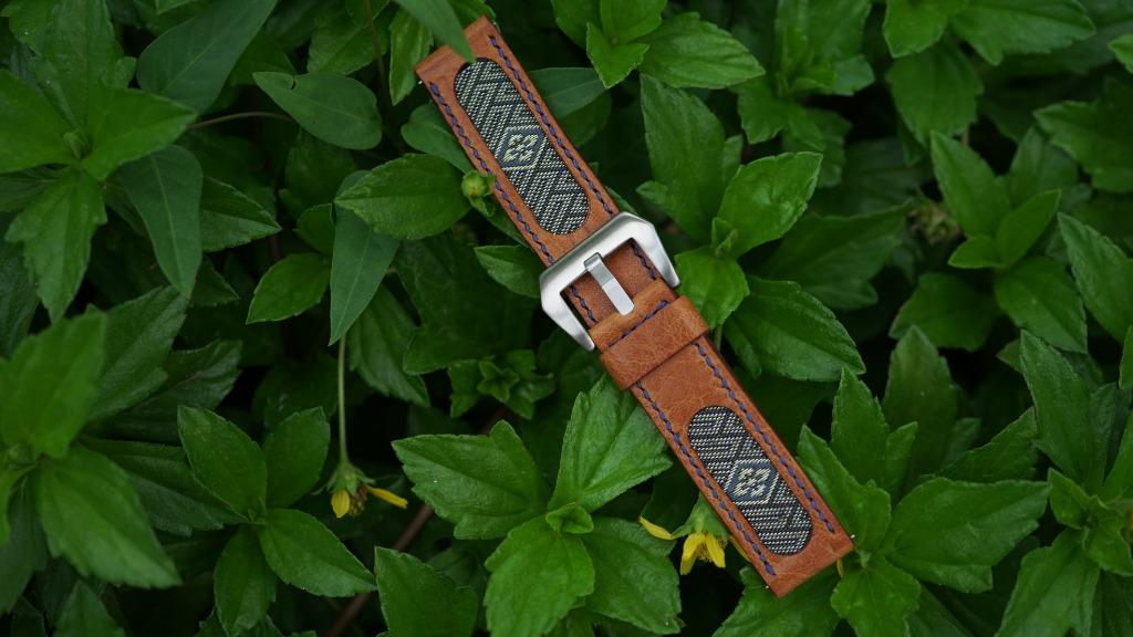 47Ronin#069 Bronze brown calf leather watch strap with Match Green Tatamiberi from Japan (22mm, navy blue stitches)
