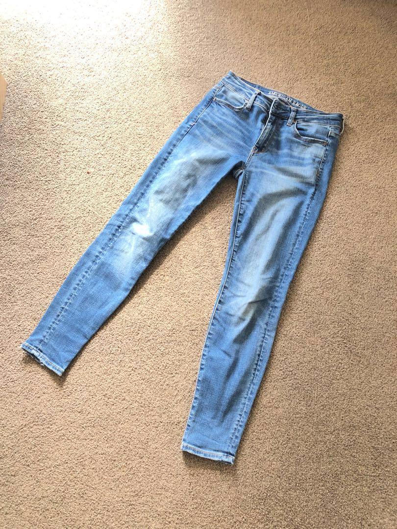 American Eagle US Size 2 Short Jeans (Medium Wash)