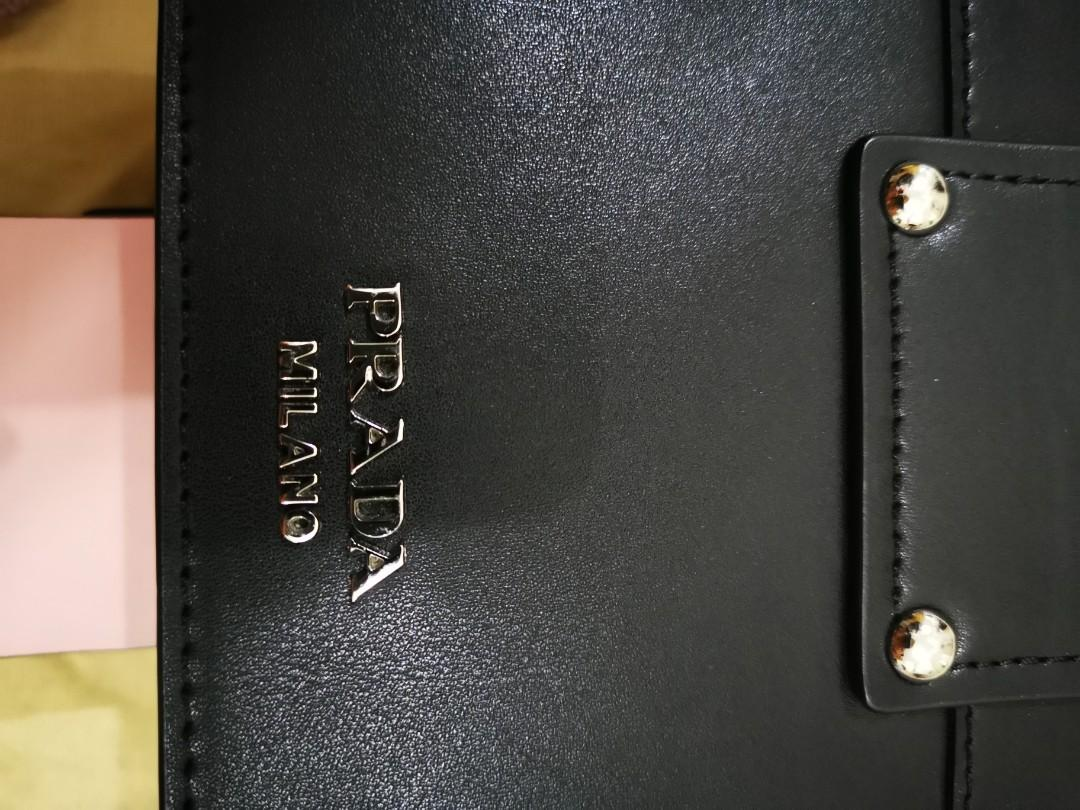 Authentic(Itself)Prada Plex Ribbon Shoulder Bag City Calfskin Small crafted from black calfskin leather Depth 6.5cm Height 13cm Max Strap Length 113cm Width 20cm Excellent condition no tear no stian (Fix price