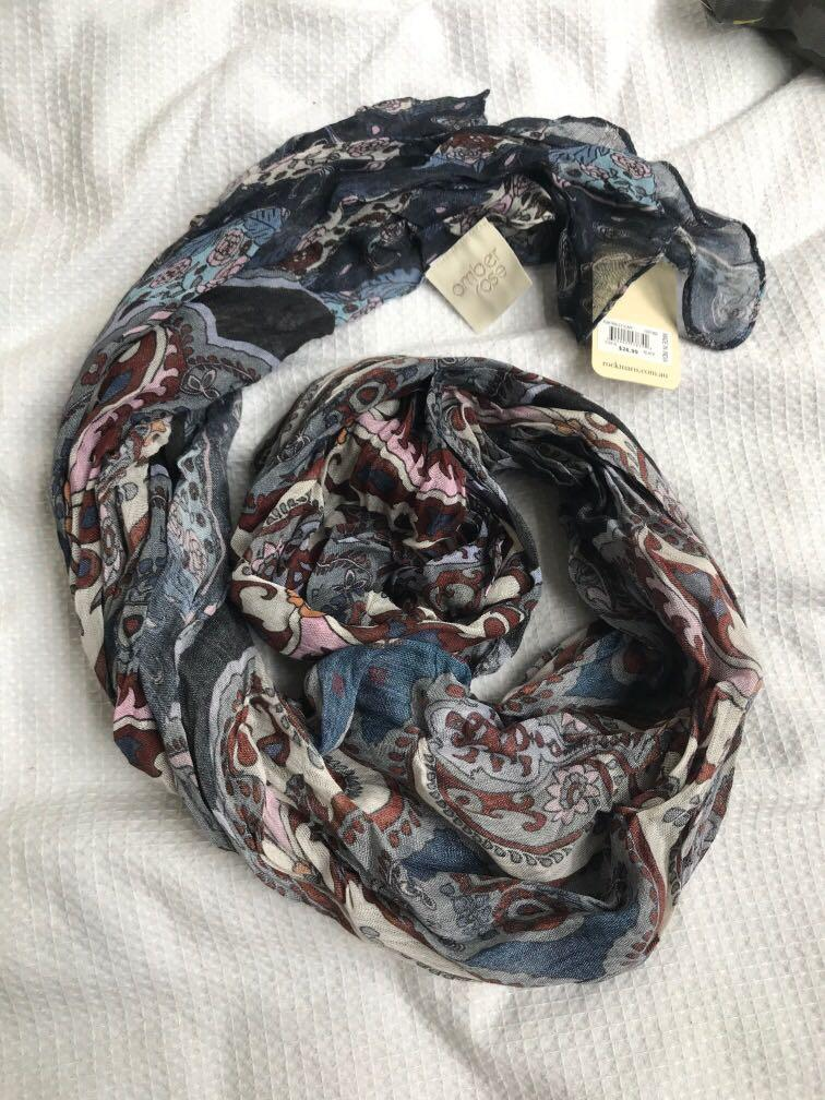 BNWT paisley pattern scarf blue white maroon tones