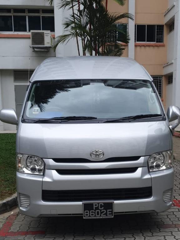 Toyota Hiace High Roof 2.8GL 13 Seater