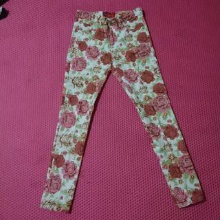 Jeans bunga triset
