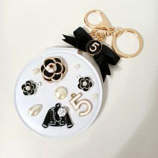 小香風多功能皮革鑰匙圈吊飾美妝鏡小物/白