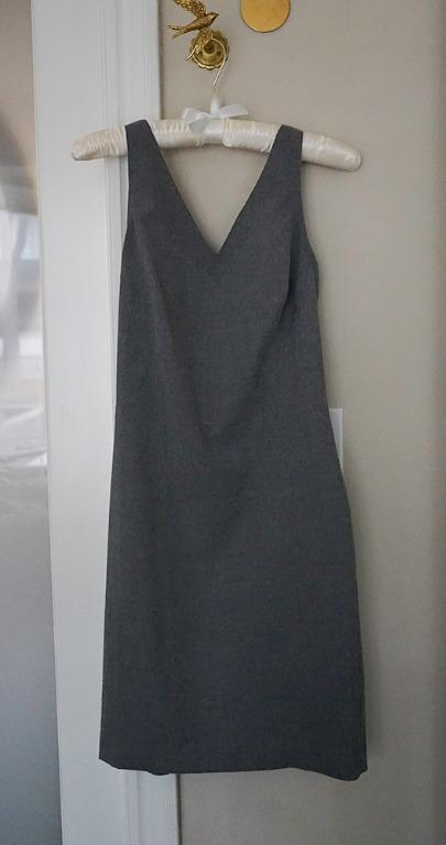 Banana Republic brushed twill v-neck paneled sheath dress