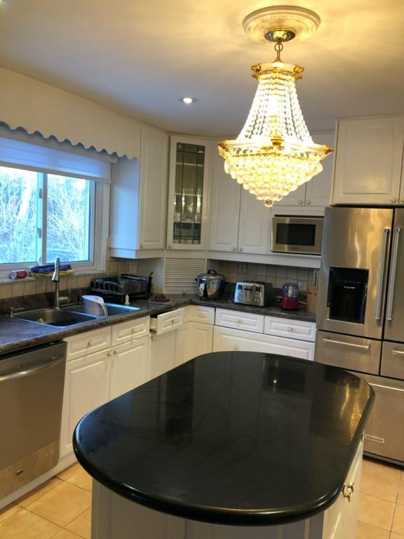 Beautiful white Kitchen Cabinets and granite countertop for sale