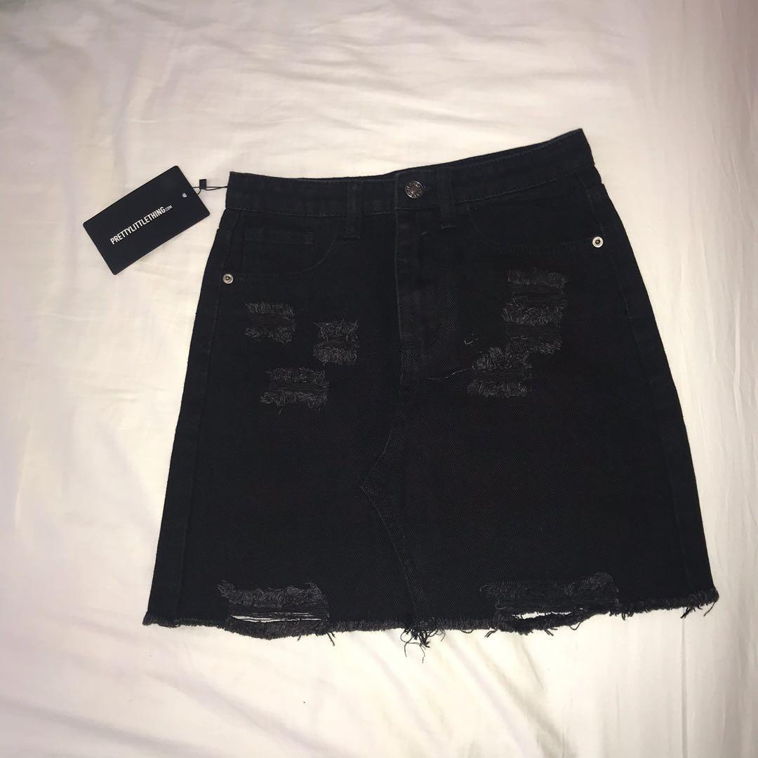 size 4 | bnwt prettylittlething distressed ripped denim skirt