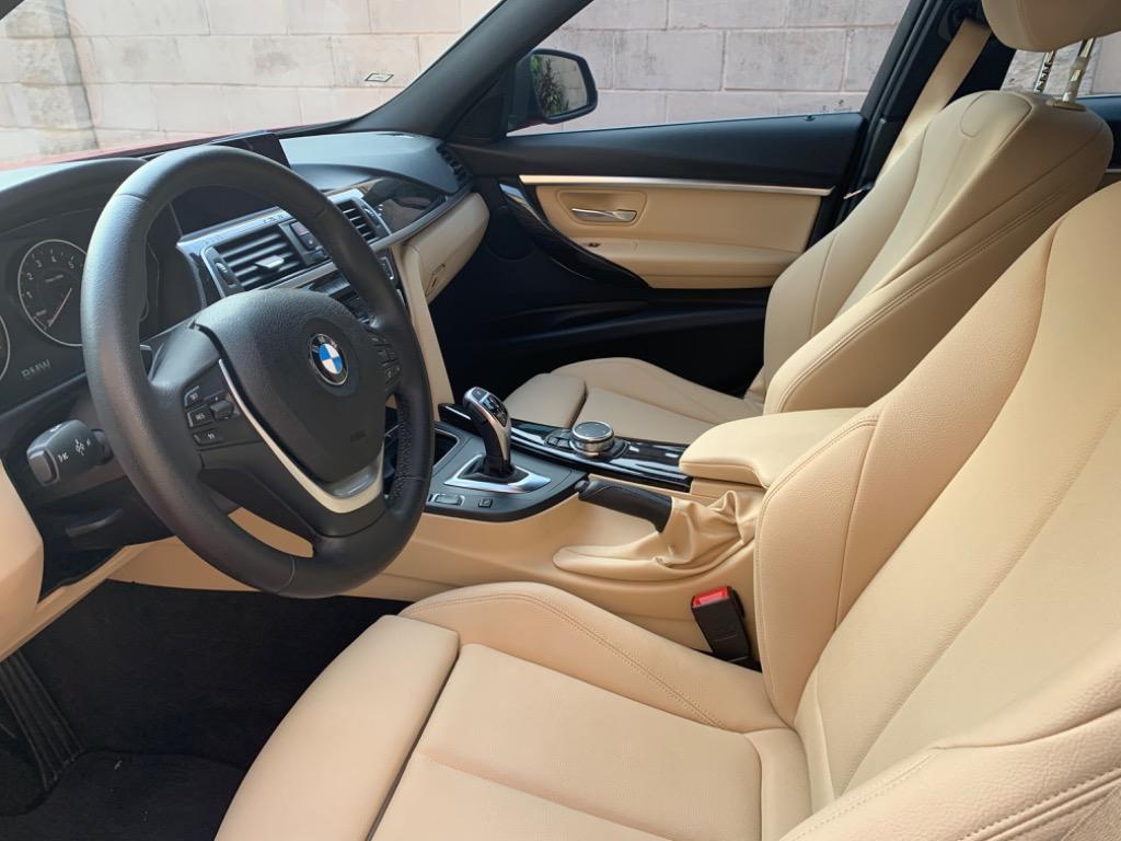 2017 年款 BMW 330xi 幸運紅色車況絕佳、低哩程、4輪傳動