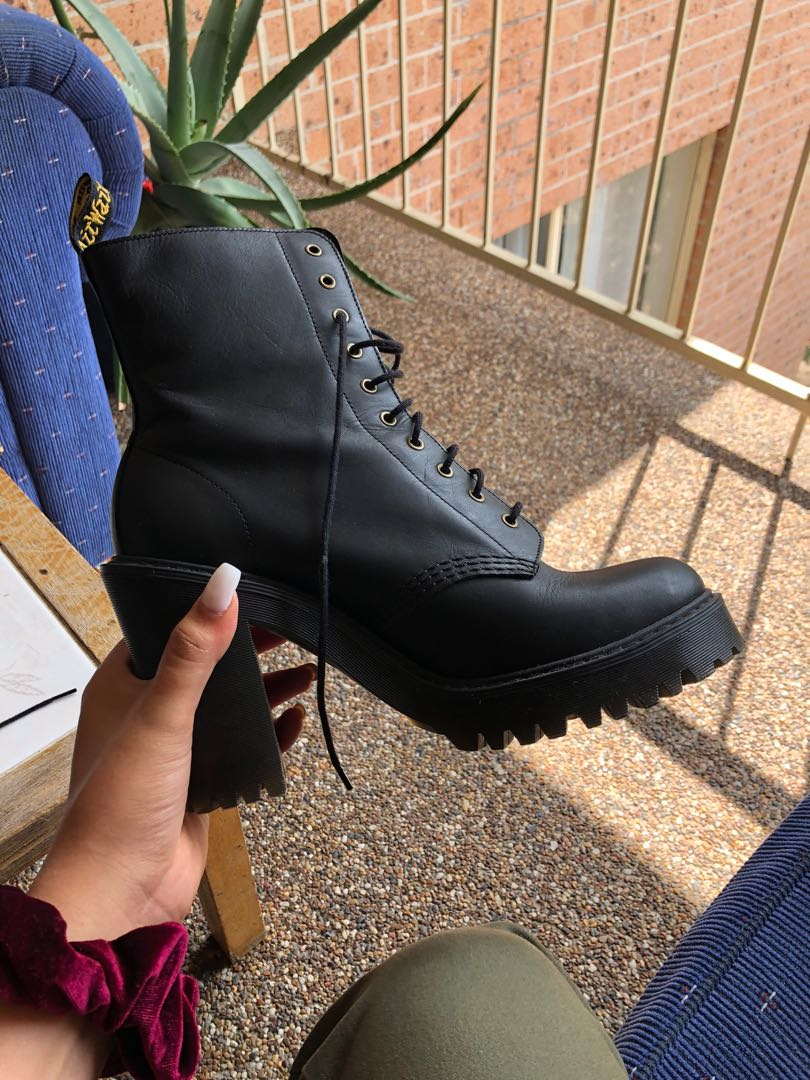 Dr martens Kendra black leather heeled ankle boots