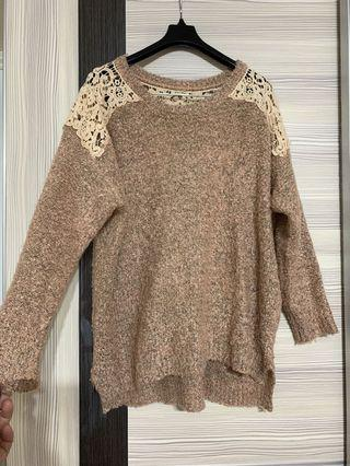 粉金從蕾絲簍空長版針織上衣