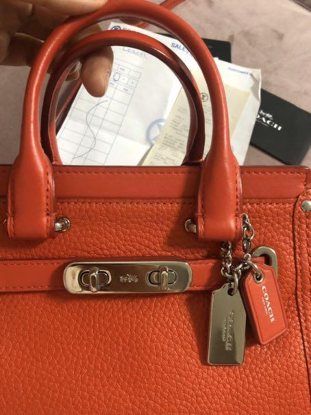 99%new|legit|authentic|Coach Swagger 20, original price 4998HKD (bought it from an individual seller who bought in Hongkong Sogo)