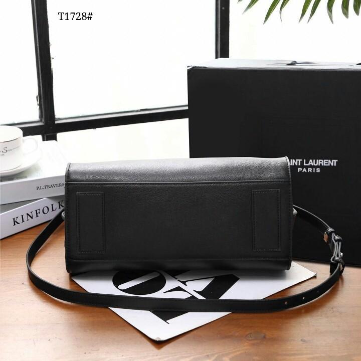 Jour Top Handle Bag T1728#22  H 1.1 jt   Bahan kulit (grained leather) Dalaman suede tebal lembut Kwalitas High Premium AAA Tas uk 31,5x11x25cm Pouch uk 26,5x20cm (Pouch