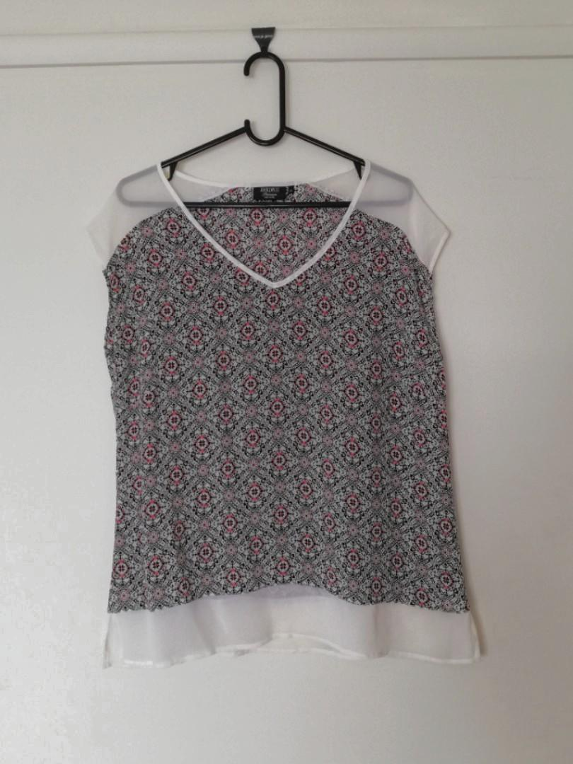 M/12 - Jeanswest - Lightweight Short-Sleeve Top w Patterned Body & Sheer White Cuffs/Collars