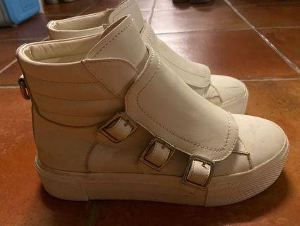 Alexander McQUEEN白中筒率性鞋
