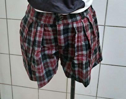 #恭喜旋轉七歲嘍!   格子褲