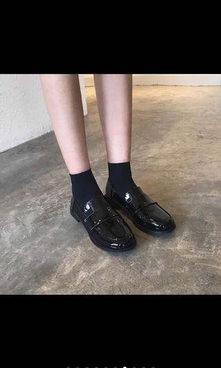 全新漆皮黑色皮鞋