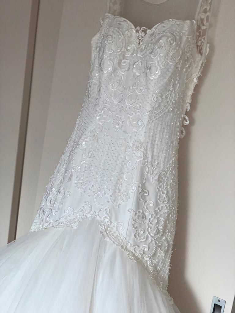 Le Chateau Blanc Couture Wedding Dress immaculate Condition