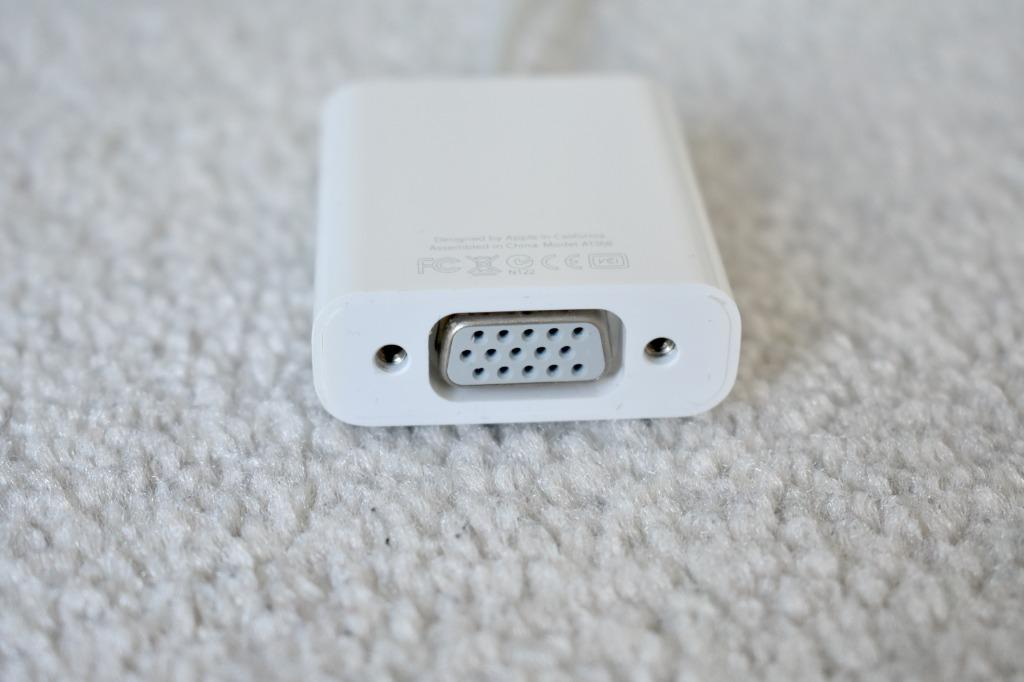 Original Apple 30-pin to VGA Adapter, iphone 4s, ipad to monitor