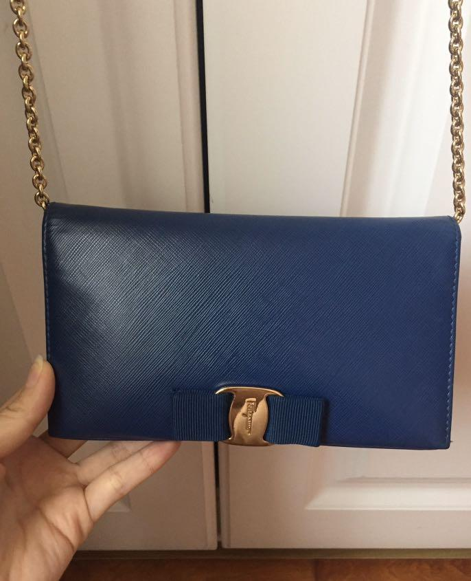 used,98%new,authentic  -73%off,Ferragamo sling bag, original price: MOP10,234 (from an individual seller who bought in Macau China)