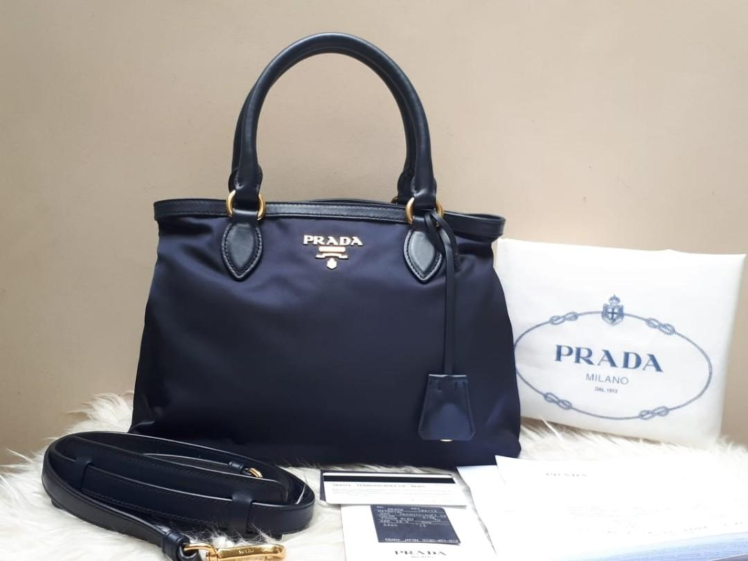 USED ONCE Excellent Condition PRADA Tessuto Calf Leather 1BA173 In NAVY GHW tahun 2019 Size 29 x 20 x 14 Complete Set with Bag, Clochette, Dustbag, Strap, Bookled, Card, Tag, and Receipt