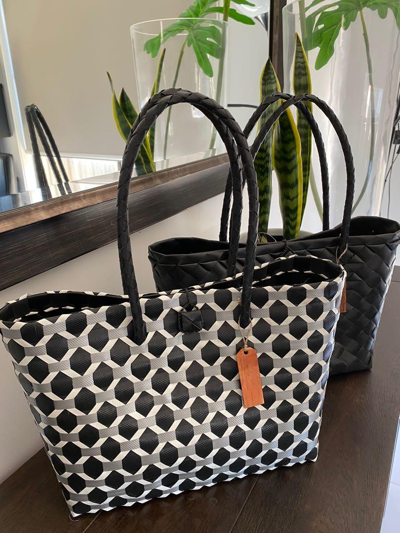 BAYONGciaga Classic Black Swan Pattern, Size 27x42cm approx
