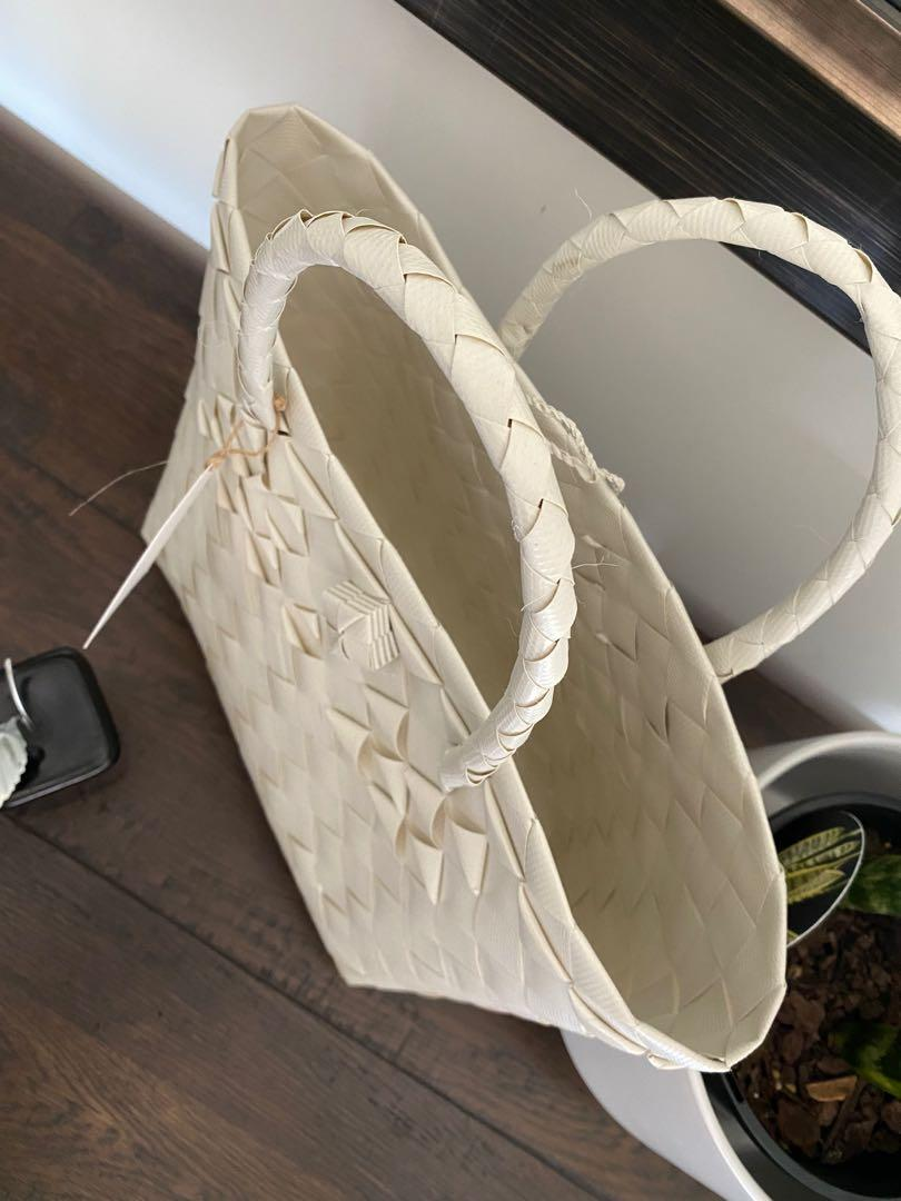 BAYONGciaga Handy Offwhite Special, Size 24x35 cm approx