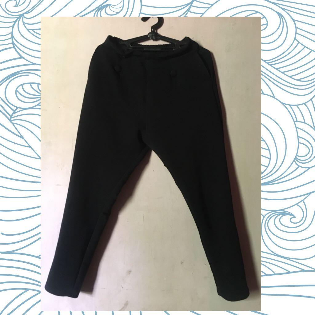 Celana Leging Bahan Scuba Tebal Women S Fashion Women S Clothes Bottoms On Carousell