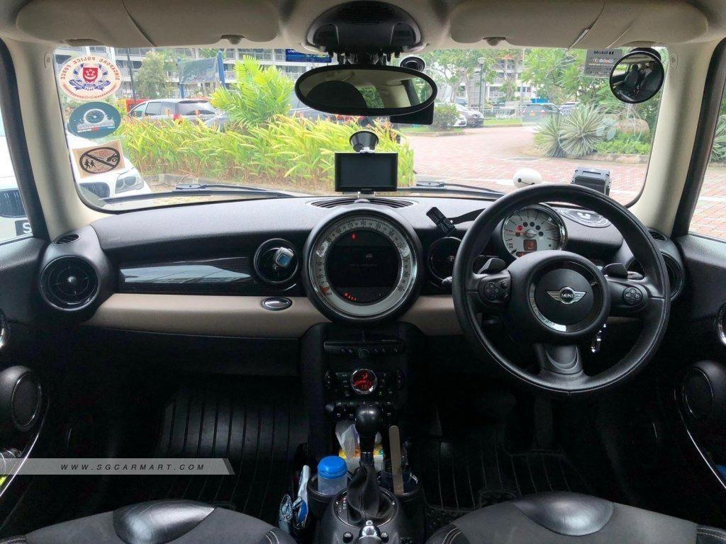 MINI Cooper 1.6 (A)