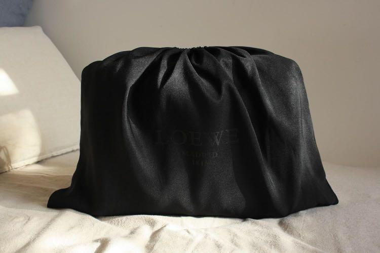 New Authentic LOEWE Ladies Handbag in Burgundy Lamb Skin