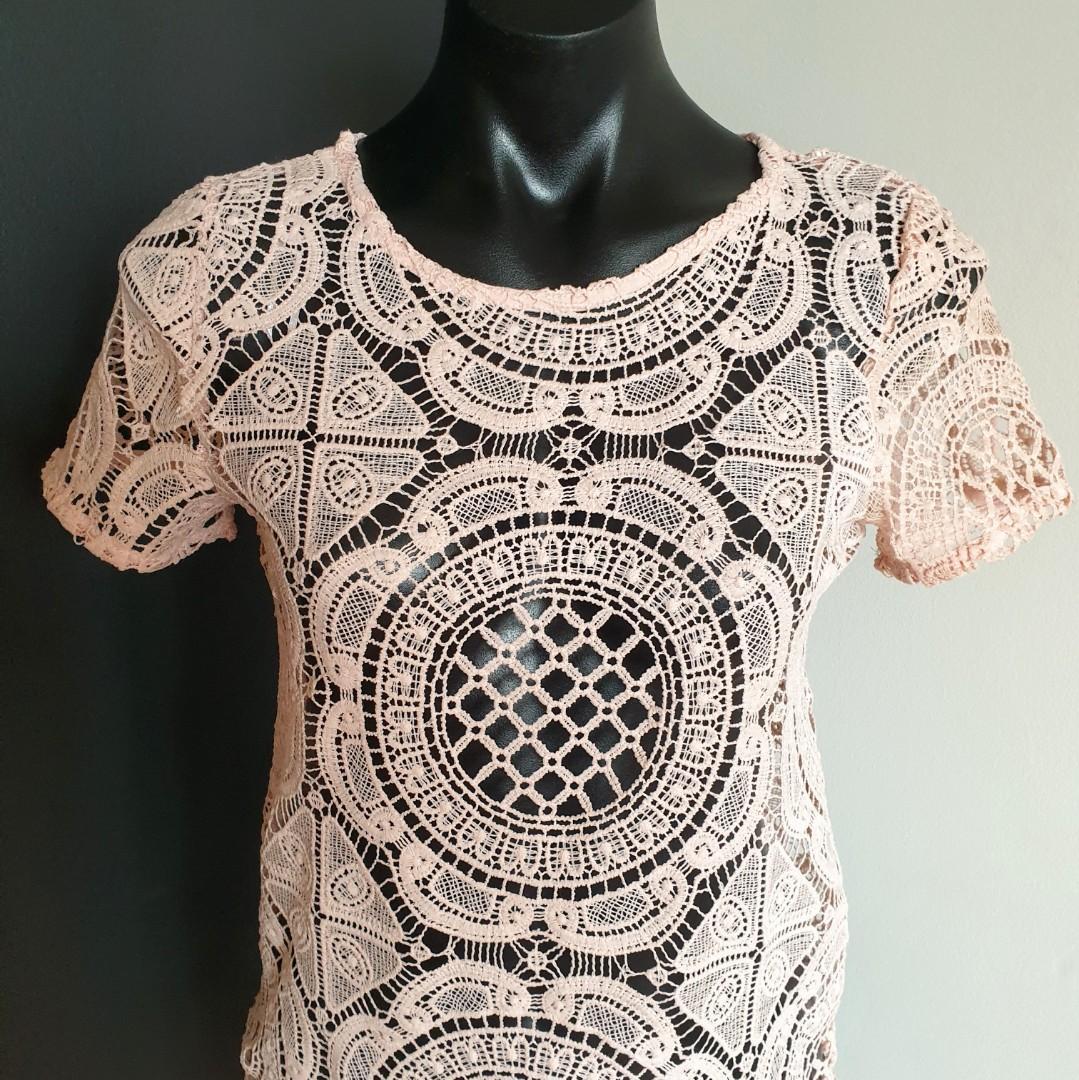 Women's size XS 'DOTTI' Gorgeous nude/blush crotchet short sleeve top- AS NEW