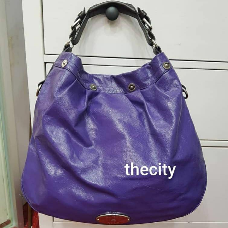AUTHENTIC MULBERRY SHOULDER BAG - PATENT LEATHER - GOOD CONDITION, CLEAN INTERIOR - SIZE 44 X 38 CM APPROX. - (RETAILS AROUND RM 6000+