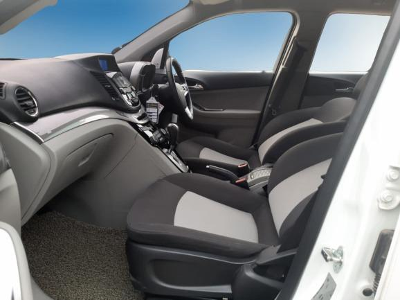 Chevrolet ORLANDO LT 1.8 AT 2015 (7 Seater) Putih #Dp 11,9 Jt#TOP Conditition#