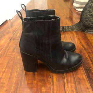 Steve Madden Boots size 7.5