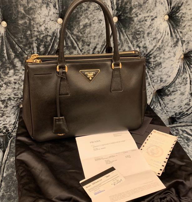 9/10 condition, authentic |-75%off,Prada Saffiano Lux, Size:M, original price: HKD16300 with original receipt&dust bag&care card, size:M (from an individual seller who bought in HongKong)