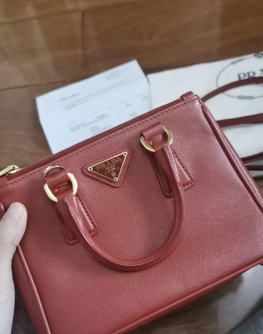 9.5/10 condition, authentic | -40%off,Prada Saffiand Lux mini bag, original price TWD33,500 with original receipt&dust bag&care card(from an individual seller who bought in Taiwan on Jun 1st 2015)
