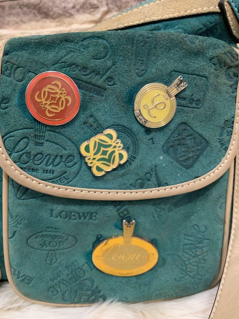 Loewe suede leather authentic, 85% OK, sedikit kotor pemakaian ( maklum suede ), size 37 x 27 x 7 cm, Unisex gan.serius aja antik banget unik slempang