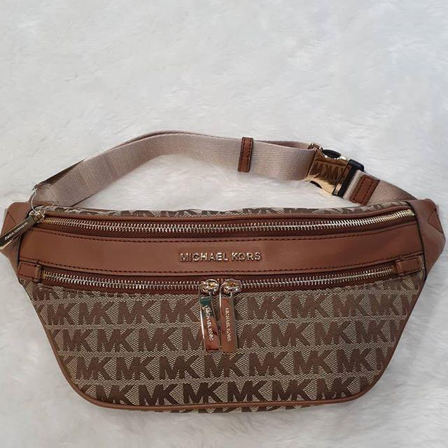"""New Authentic Michael Kors  KENLY MD WAIST PACK XBODY (Brown MK and RED WINE MK)🌟Instock ⭐️ SIZE :7"""" x 12"""" x  5""""  Leather/Nylon  🌟235$  #NewwithTag#CareCard#DustBag#Michaelkors # GuaranteedOriginalFromMIchael korsUSA🇺🇸   👜🇺🇸PM me ✨"""