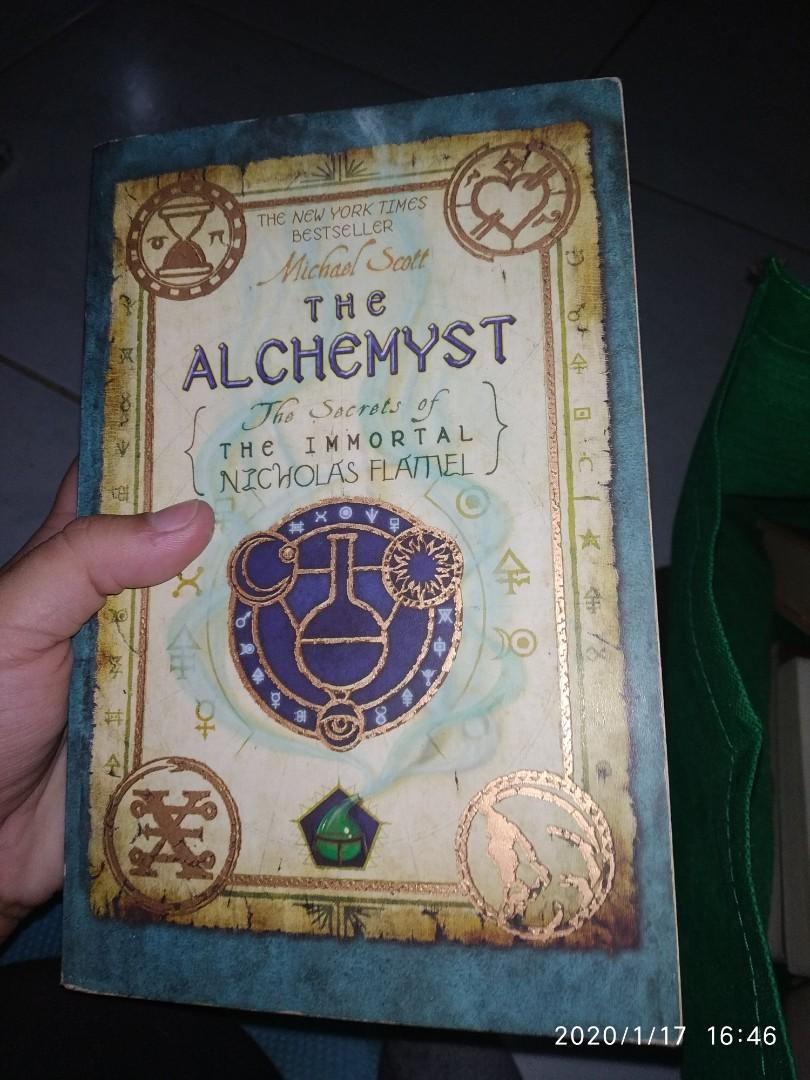 The Alchemyst (The Secrets of the Immortal Nicholas Flamel) by Michael Scott