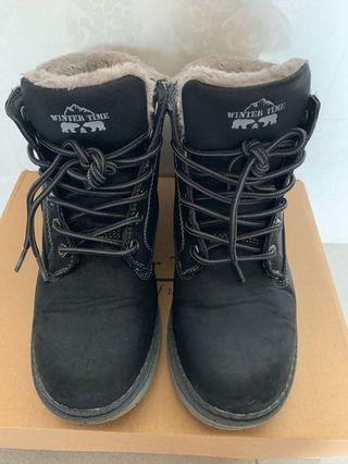 Winter Time Boots -Ladies US6
