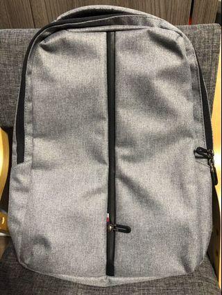 (全新)奈米科技輕量背包/後背包/筆電包/電腦包